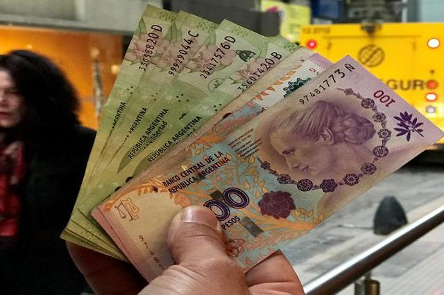Багатим людям доведеться заплатити 3,5% своїх доходів, якщо їхні статки зберігаються в Аргентині - В Аргентині вводять «податок мільйонера», щоб отримати гроші для боротьби з Covid-19
