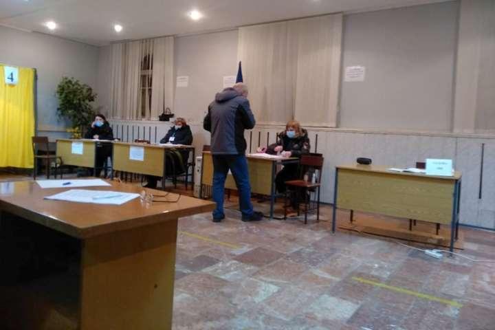 Під час голосування у Кривому Розі — Виборці в Кривому розі масово фотографуються з бюлетенями і кажуть що це – флешмоб