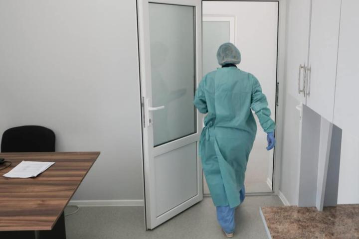 <p>За кордонвиїжджаютьлікарі високої кваліфікації</p> — «Кількість медиків, охочих виїхати за кордон на заробітки, вражає»