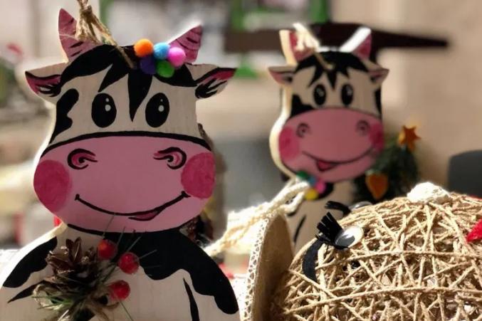 Іграшки робили із сіна, дерева, шишок, насінинок та горішків - На Волині діти лісників створили унікальні новорічні екоіграшки (фото)