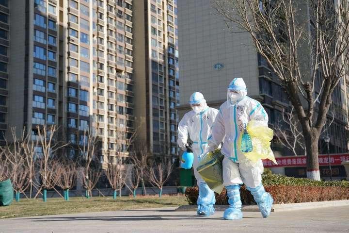 Представники китайської системи охорони здоров'я повідомили, що вакцинація від Covid-19 для жителів країни буде безкоштовною — Влада Китаю закликала жителів двох міст не виходити з дому через коронавірус