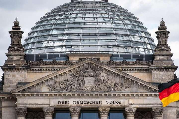 """<p style=""""margin-bottom: 0cm; line-height: 100%;"""">Німецька поліція збільшила сили, залучені до охорони парламенту</p> — Після подій у Вашингтоні Німеччина посилила охорону Бундестагу"""