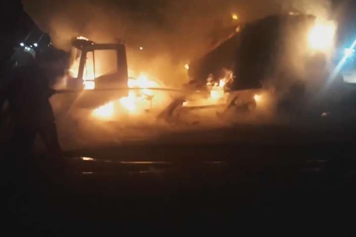 Вогонь повністю знищив вантажівку