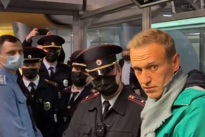 Олексія Навального затримали відразу після прильоту з Німеччини під час паспортного контролю в аеропорту «Шереметьєво» - Чому голова нашої делегації в ПАРЄ хвилюється за Навального, який не хоче повертати Крим Україні