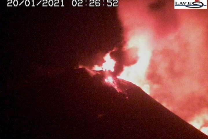 На Сицилії прокинувся найбільший діючий вулкан Європи