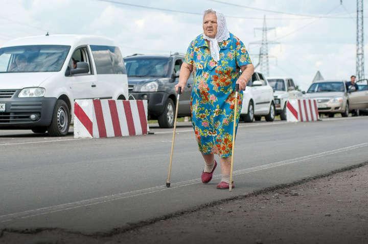 <span>Щоб отримати пенсію, пенсіонерам спочатку треба виїхати з тимчасово окупованих територій</span> — Листи з Луганська. Дивний марафон за другою пенсією