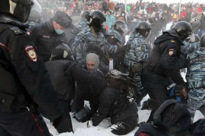 <p>Затримання під час акції протесту в Єкатеринбурзі</p> — Країни Балтії ініціюють нові санкції ЄС через придушення протестів у Росії
