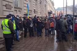 Фото: — Люди виступають проти підвищення тарифів на комуналку
