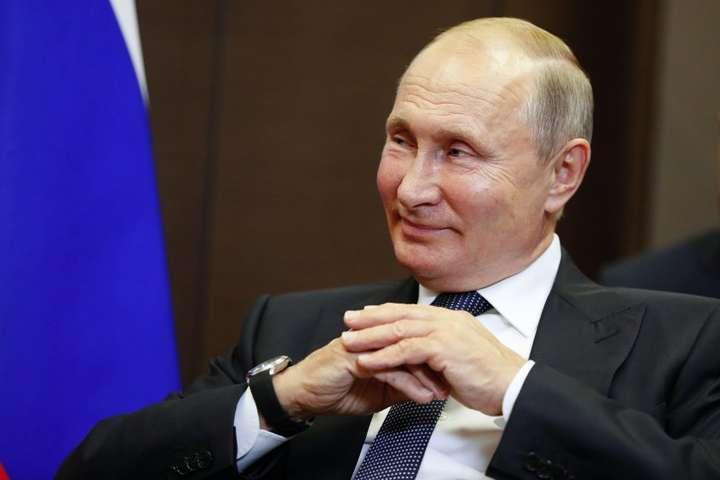 Путін вважає, що чутками про палац росіянам намагалися «промити мізки» — Я ‒ не я, і хата не моя. Путін вперше прокоментував розслідування про свій палац