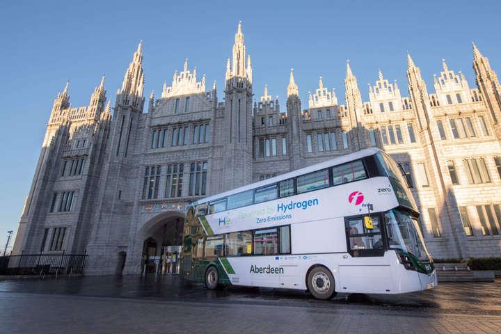 <p>Двоповерховий автобус Wrightbus виробництва Північної Ірландії</p><p></p><p></p> — Перші в світі двоповерхові водневі автобуси виходять на маршрут