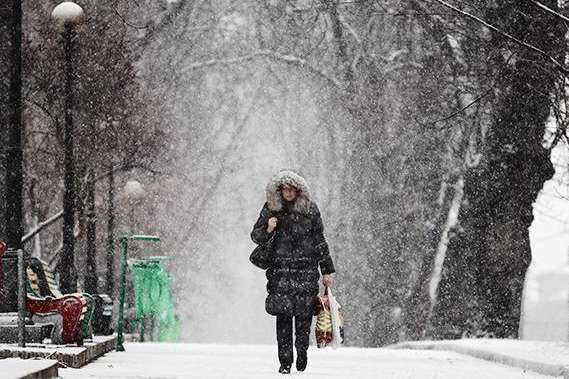 Сніг і ожеледиця: у Києві оголошено жовтий рівень небезпеки