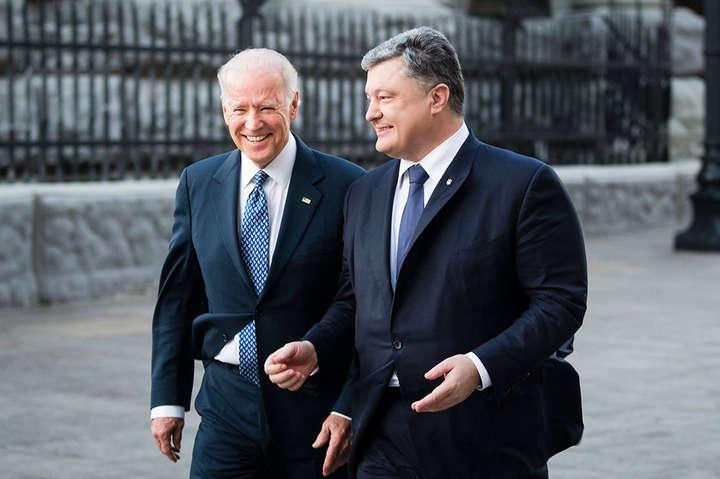 46-й президент США Джозеф Байден та 5-й президент України Петро Порошенко — Справа проти Порошенка і Байдена. Печерський суд виправдовується