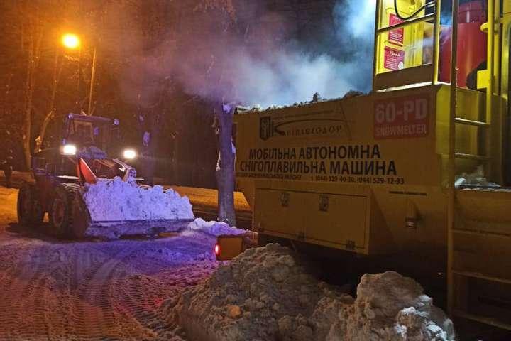 У столиці працюють снігоплавильні машини