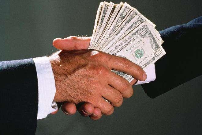 За отримання дозволу чиновники просили $8 тис — Двох київських чиновників затримано за вимагання хабара у бізнесмена