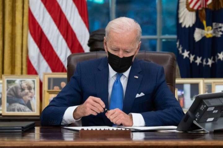 Президент США продовжив дію різних санкцій, які спочатку були затверджені 6 березня 2014 року і пізніше кілька разів розширювалися - Байден продовжив антиросійські санкції за агресію проти України