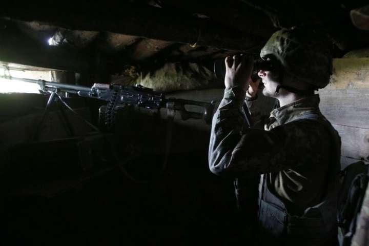 На ворожі обстріли українські бійці відповіли вогнем - Окупанти поранили на Донбасі українського військового