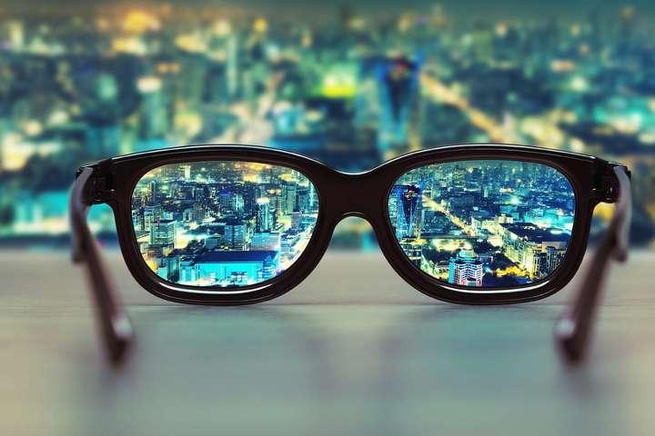 У цей день світова спільнота відзначає Міжнародний день людей, які носять окуляри — 4 березня: яке сьогодні свято, прикмети і заборони
