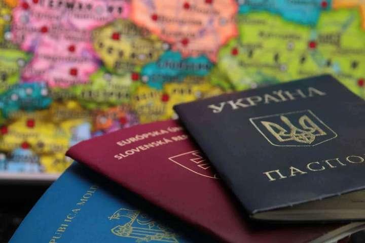 Уряд має кілька місяців на розробку законопроєкту про виявлення українців з подвійним громадянством — Зеленський увів у дію рішення РНБО про подвійне громадянство: що заборонять українцям з двома паспортами