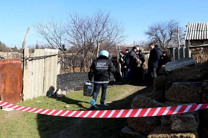 Тіло дитини знайшли в нежитловій будівлі — На Херсощині знайшли задушеною дівчинку, яку шукали чотири доби