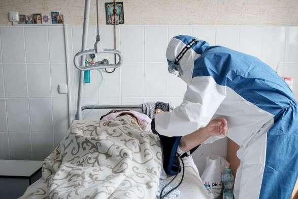 До лікарень столиці госпіталізували 34 пацієнти — У Києві за добу виявлено понад 400 нових хворих на коронавірус, померли 16 людей