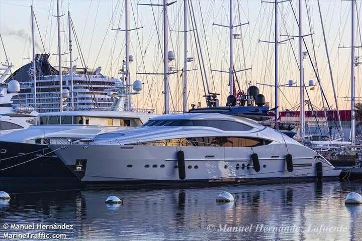 До 2018 году яхта носила название Oneness, после была переименована в Siren - Олигарх Пинчук продает 46-метровую яхту на $12,9 млн