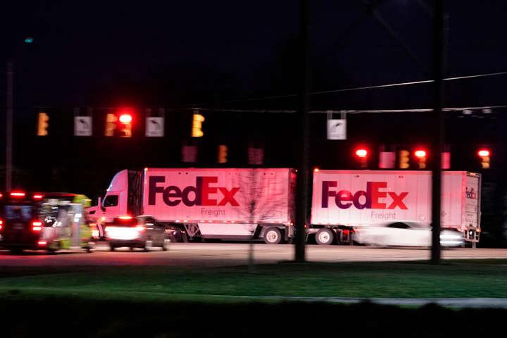 Байден наказав приспустити прапори у США через масові вбивства в FedEx