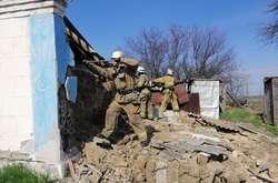 """Фото: - <span>Рятувальники розібрали аварійні конструкції будинку</span>""""></p> <div>Вибух газу зруйнував будинок у Запорізькій області</div> <p><i class="""