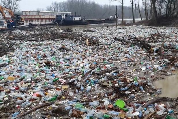 Угорщина знову поскаржилася на тонни сміття, яке припливає з Тиси - Угорщина знову поскаржилася на тонни сміття, яке припливає з Тиси