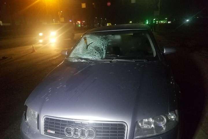 Пішохід влетів у лобове скло автівки - Смертельна ДТП у Києві. Водійка Audi збила пішохода (фото, відео)