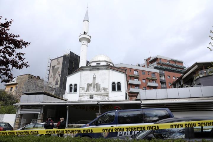 В Албанії чоловік з ножем напав на людей - В Албанії чоловік з ножем напав на людей в мечеті: поранено п'ять осіб