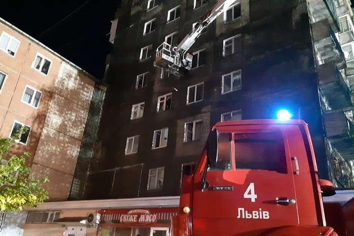 У Львові через пожежу евакуювали 100 мешканців багатоповерхівки
