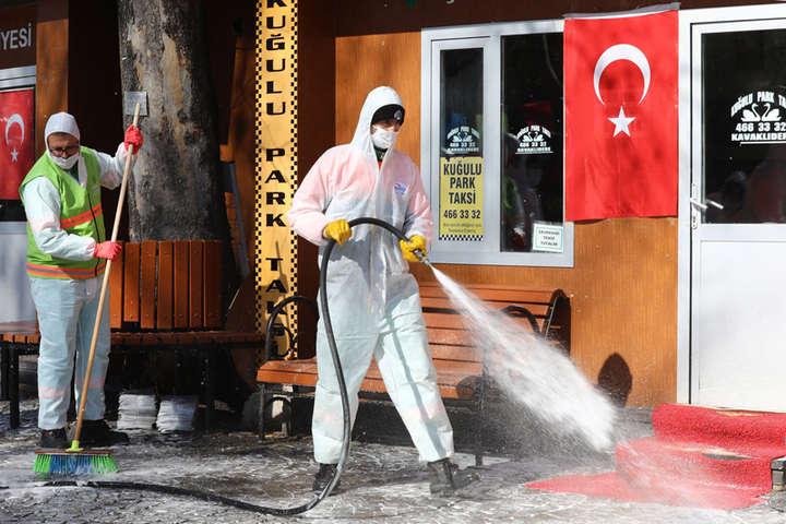 Невакцинованим громадянам дозволять виходити з дому тільки з 10:00 до 14:00 у робочі дні - Туреччина послаблює карантинні обмеження, але залишає комендантську годину