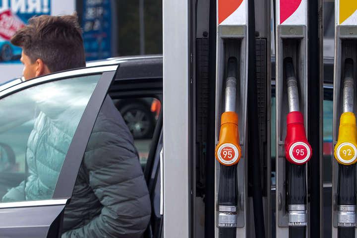 Рішення АЗС пов'язані з діями Кабінету міністрів України, заявили автозаправні мережі - Ще дві великі мережі АЗС припинили продаж преміального пального