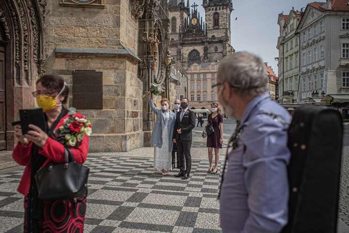 У Чехії дозволено буде проведення культурних і спортивних заходів проста неба за участі до 700 глядачів - Чехія з понеділка значно послаблює карантин: що дозволять