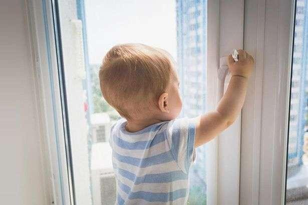 У Кривому Розі з вікна п'ятого поверху випала дитина - У Кривому Розі з вікна п'ятого поверху випала дитина