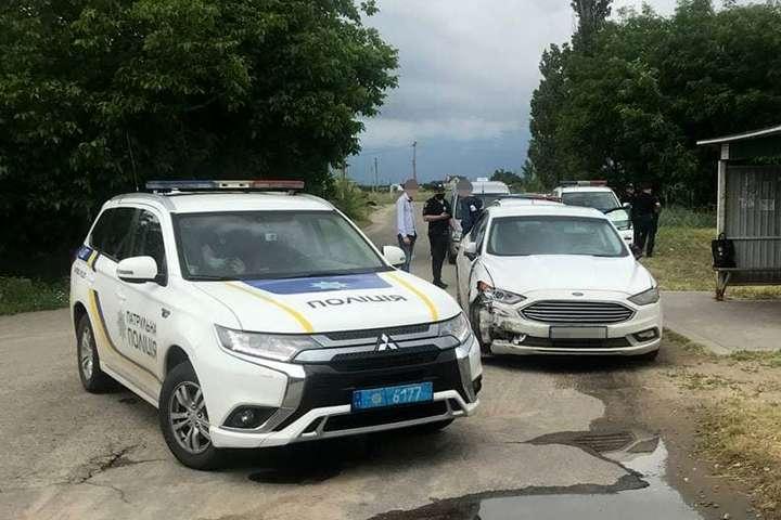 Зупинити правопорушника вдалося лише шляхом блокування, після зупинки водій вискочив з авто та почав тікати - У Миколаєві водій за кілька годин скоїв 18 ДТП та тікав від поліції (фото)