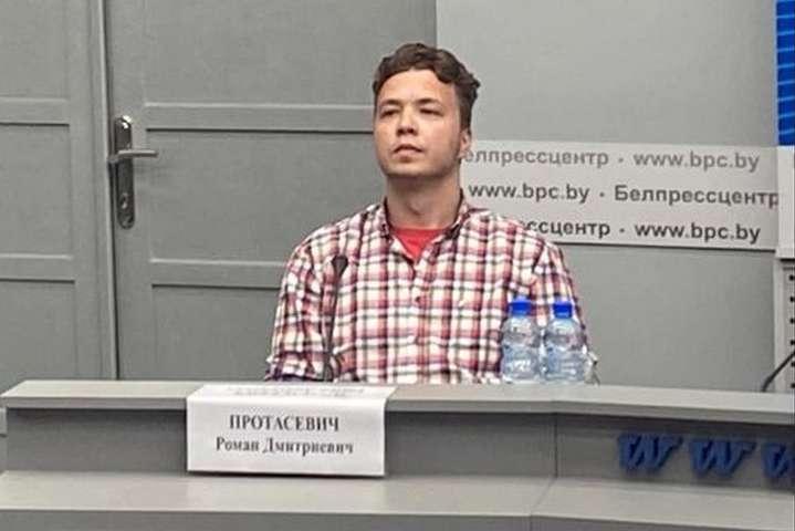 14 червня білоруський режим притягнув Романа Протасевича на пресконференцію - Слідком Білорусі висунув звинувачення Протасевичу