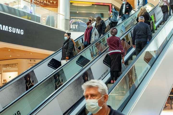 Носіння масок стане необов'язковими в магазинах, торгових центрах, громадському транспорті, а також інших закритих приміщеннях - Ізраїль скасовує вимогу носіння масок у приміщеннях
