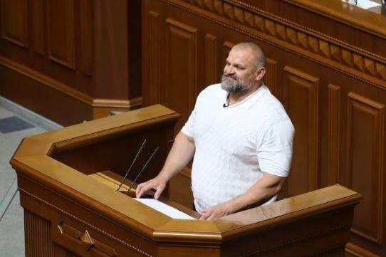 Вірастюк під крики «ганьба» склав депутатську присягу (відео)