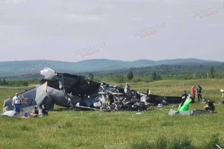 В катастрофі загинуло семеро людей - В Росії розбився літак, є жертви (фото)