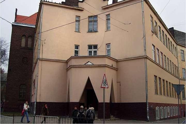 Учителі школи №10 у Львові сприйняли меми як булінг - Львівські вчителі засудили учня за меми на їхню адресу: деталі історії