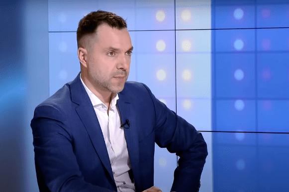Росія продовжує трактувати події на Донбасі як внутрішньоукраїнський конфлікт - Ключ у голові Путіна: Арестович про те, коли скінчиться війна на Донбасі