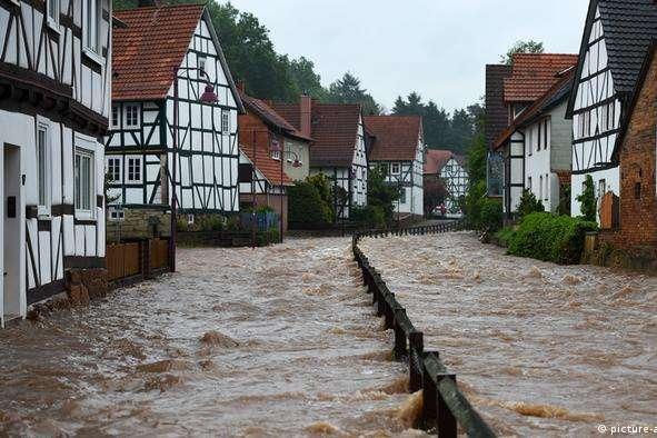 У Німеччині знову зливи - У постраждалих від повені районах Німеччини знову готуються до можливої евакуації
