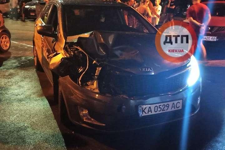 Автівка винуватця ДТП зазнала серйозних пошкоджень - На Позняках п'яний водій розбив дві припарковані автівки (фото)