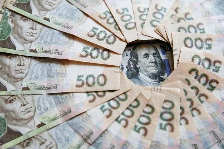 У середу гривня зміцнилася - Долар знову «гойдається»: скільки коштує валюта 15 вересня