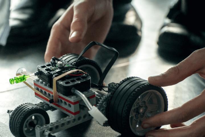 Автомобіль LEGO на водневим паливним елементі - Шотландські школярі влаштували змагання по водневим автомобілям LEGO