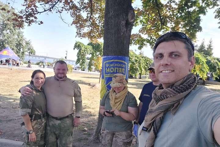 Олексій Кавлак (крайній справа) загинув під час вибуху автомобіля - Теракт у Дніпрі. В «Українському легіоні» прокоментували загибель ветерана