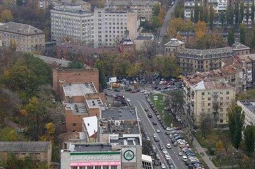 У межах цього об'єкту знаходяться вихід зі станції метро «Кловська» - У Києві на перетині двох вулиць з'явиться нова площа