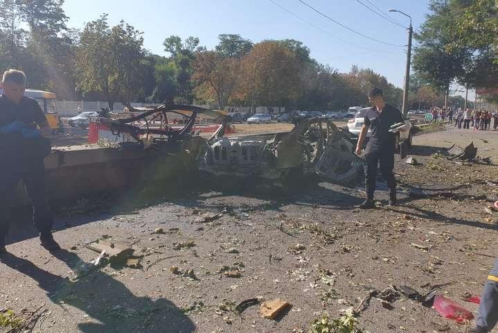 Вибухавтомобіля Nissan Primera стався на проспекті Богдана Хмельницького - Теракт у Дніпрі: колега загиблого висунула нову версію причини вибуху