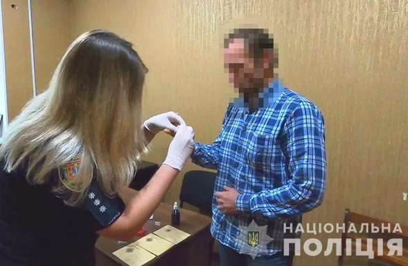 Злочинця поліція знайшла за добу - Житель Херсона привіз до Одеси гранати і сховав їх у супермаркеті